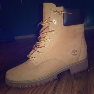 Timberland - Women's 8.5 - only worn twice!